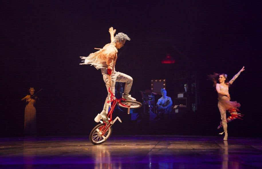 Un pas de deux réunit une danseuse de ballet et un champion de flatland (du BMX au sol), Takahiro Ikeda.