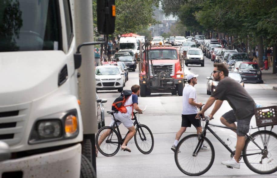 La commission des transports de la Ville de Montréal devait notamment se pencher sur la cohabitation entre les usagers vulnérables et les véhicules lourds.