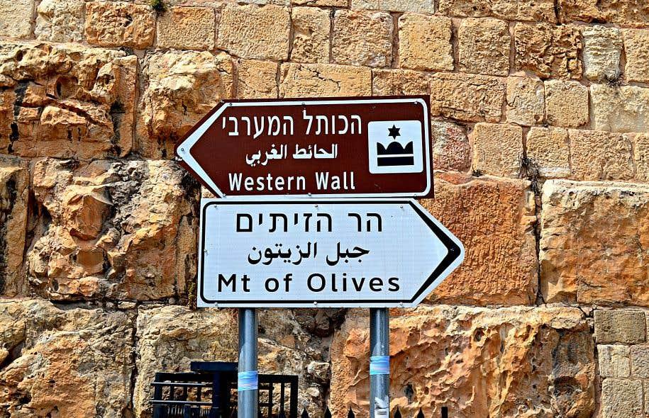 Du temps de la Palestine mandataire, le territoire comptait 3 langues officielles: l'anglais, l'hébreu et l'arabe.