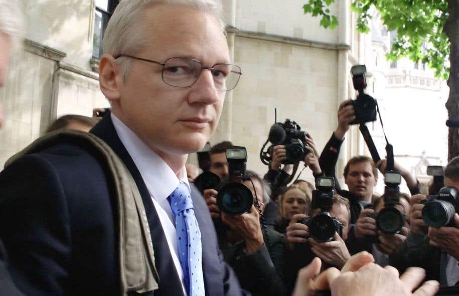 Julian Assange, qui se révèle à la lentille sur plusieurs années, est une personne hors de l'ordinaire.