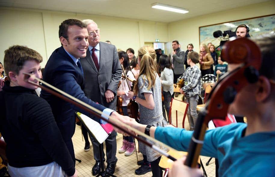 Emmanuel Macron a pris le temps de rendre visite à la classe orchestre de l'école primaire Victor Hugo d'Avallon lors de sa campagne présidentielle, le 23 mars dernier.