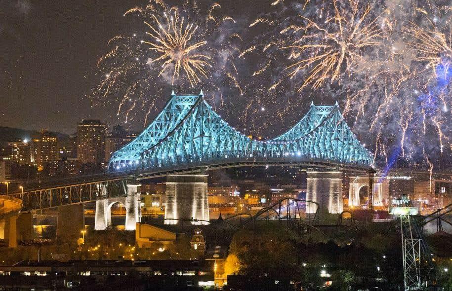 Cette journée historique a culminé avec l'illumination du pont Jacques-Cartier, pour laquelle des milliers de Montréalais se sont déplacés.