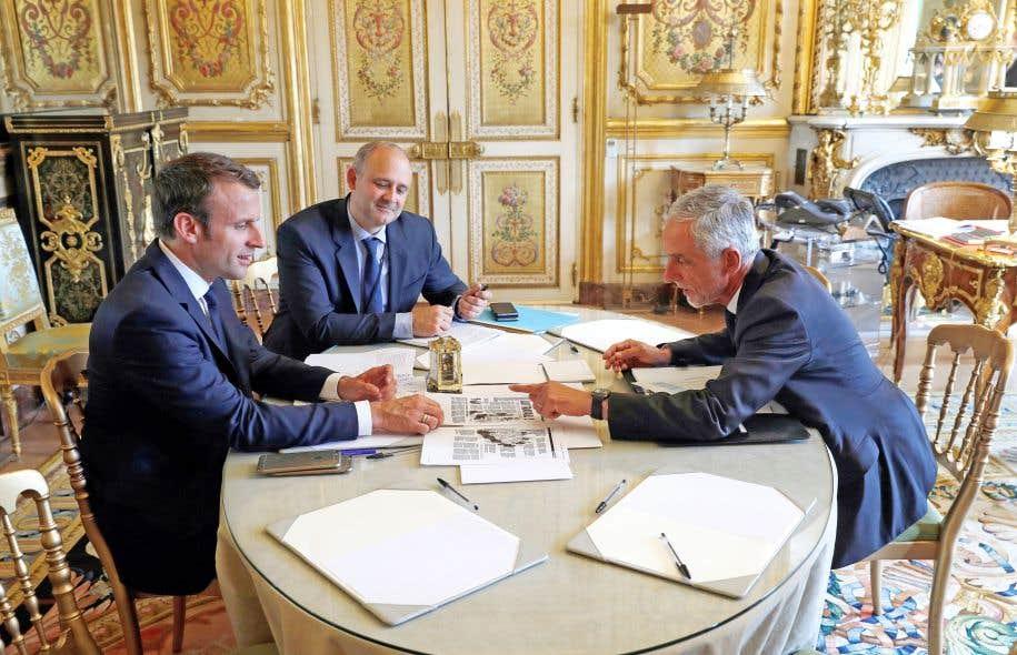 Le président français, Emmanuel Macron (à gauche), a rencontré mardi à l'Élysée Philippe Louis (à droite), le président de la CFTC, l'un des syndicats les plus puissants dans le pays.