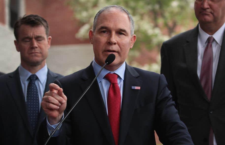 L'homme à la tête de l'EPA, le climatonégationniste Scott Pruitt, a défendu le budget présenté mardi, soulignant que celui-ci <em>«respecte»</em> la capacité de payer des citoyens américains.