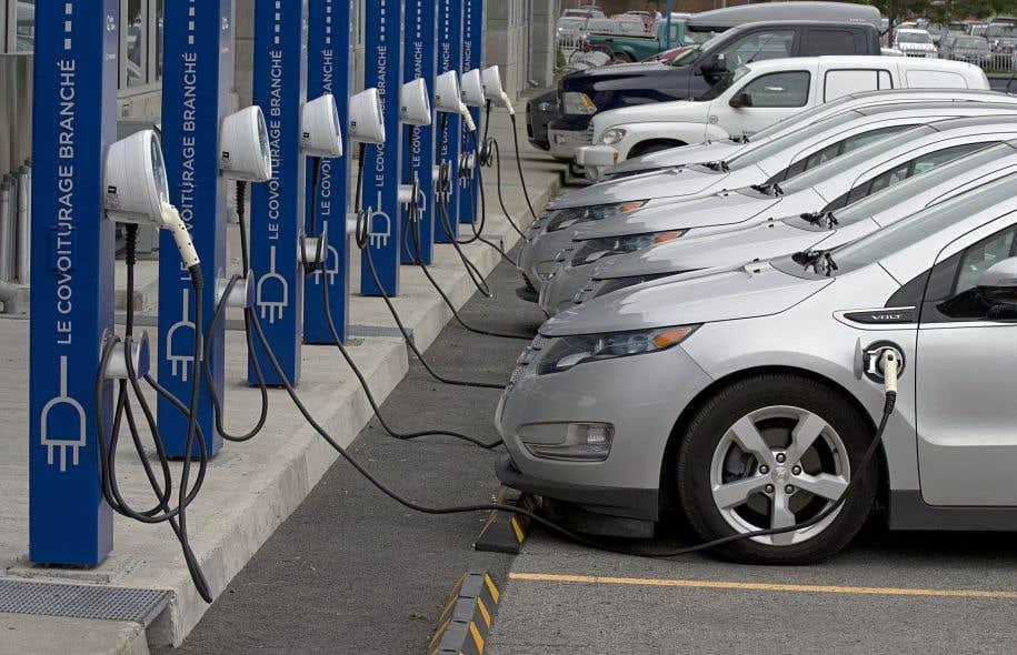 Instauré en 2012, le programme offre aujourd'hui, entre autres, un rabais de 8000$ pour une voiture neuve entièrement électrique.