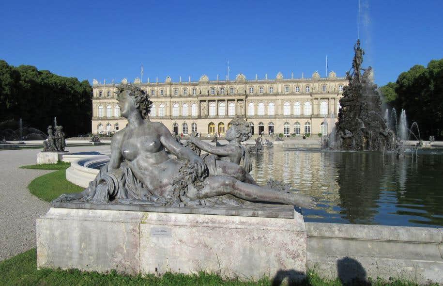 La ressemblance avec le palais français est frappante. Herrenchiemsee est l'ultime château construit par le souverain Louis II de Bavière (1845-1886).