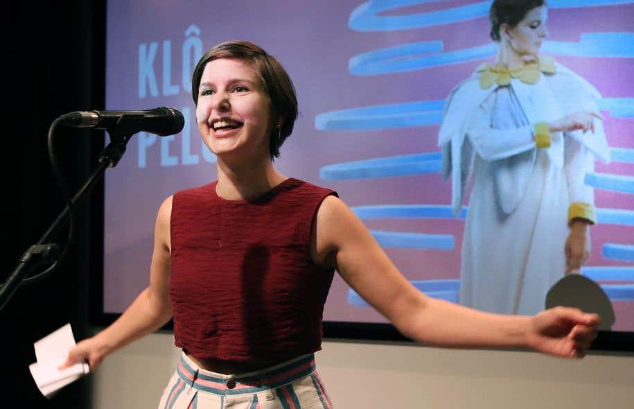 L'artiste originaire de la Gaspésie Klô Pelgag était visiblement ravie, vendredi, au moment de recevoir son prix.