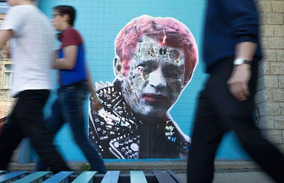 Les icônes du 7e art sont parmi les sujets préférés du graffiteur Stikki Peaches, qui s'exécute la nuit tombée, notamment sur les murs du Mile End et du Vieux-Montréal. On peut voir cette œuvre en face du 21, rue Fairmount.