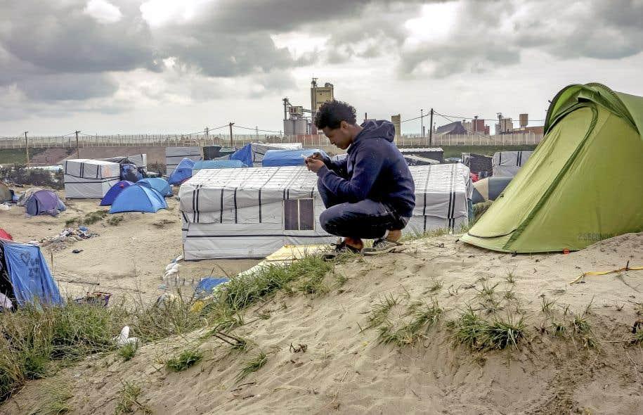Un jeune homme migrant de la «jungle» de Calais, en mai2016