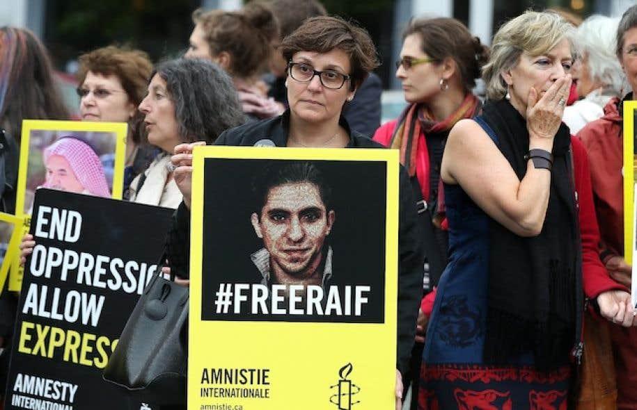 Un rassemblement pour marquer les cinq ans d'emprisonnement de Raif Badawi a étéorganisé par Amnistie Internationaleà Montréal vendredi.