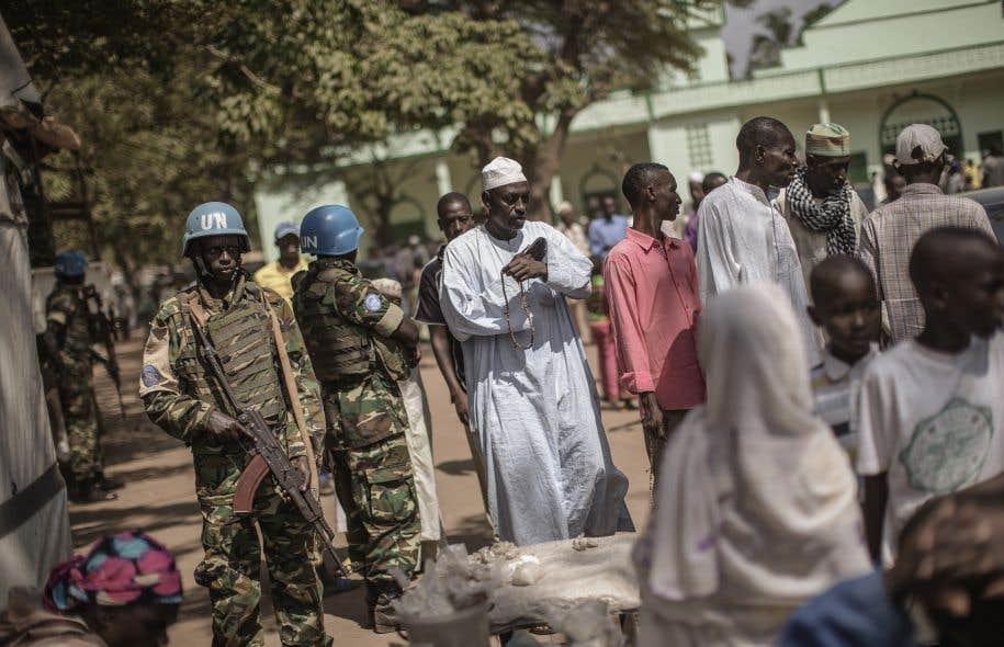 Des Casques bleus de la MINUSCA à Bangui, la capitale de la Centrafrique, en novembre 2015