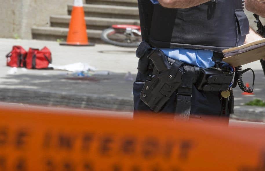 Les textes portant sur le SPI ajoutent normalement une note sur le fait que les policiers devraient avoir accès à plus d'armes intermédiaires afin d'éviter le recours à la force létale.