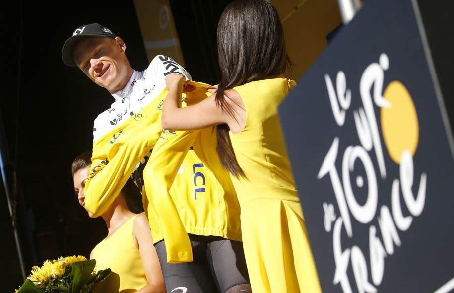 Froome a mis à profit le retard du champion d'Italie Fabio Aru, mal placé au pied de la rampe finale, pour reprendre les commandes du Tour.