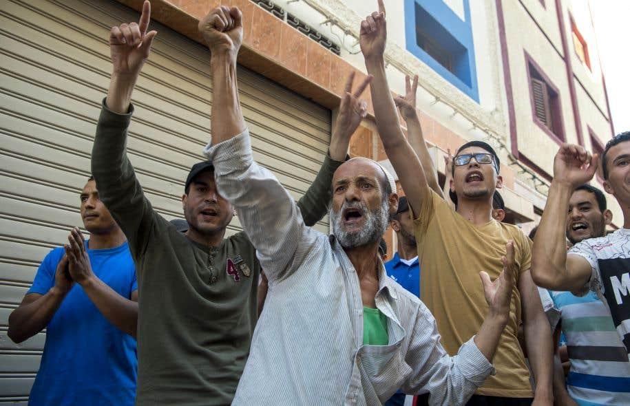Des partisans du mouvement «hirak» lors d'une manifestation à Imzouren, près d'Al-Hoceïma, en juin
