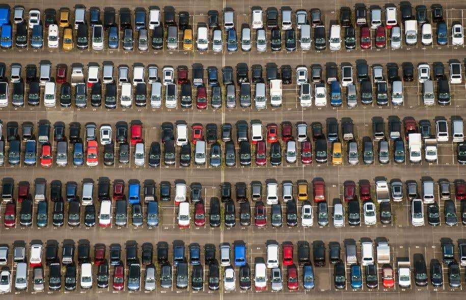 Vue aérienne d'un parc automobile de Volkswagen, à Salzgitter