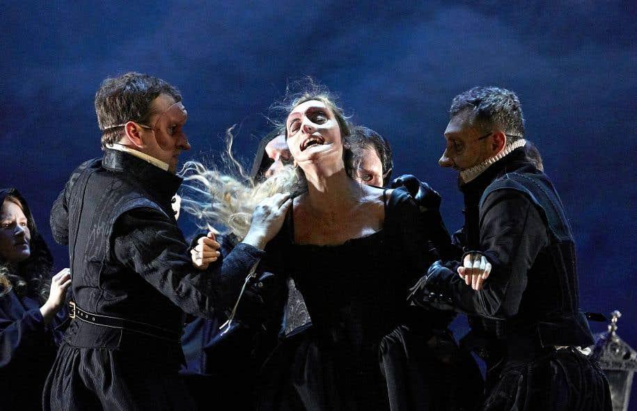 Les masques conçus par Louis Arene accentuent le côté macabre de la mise en scène de «Lucrèce Borgia» par Denis Podalydès.