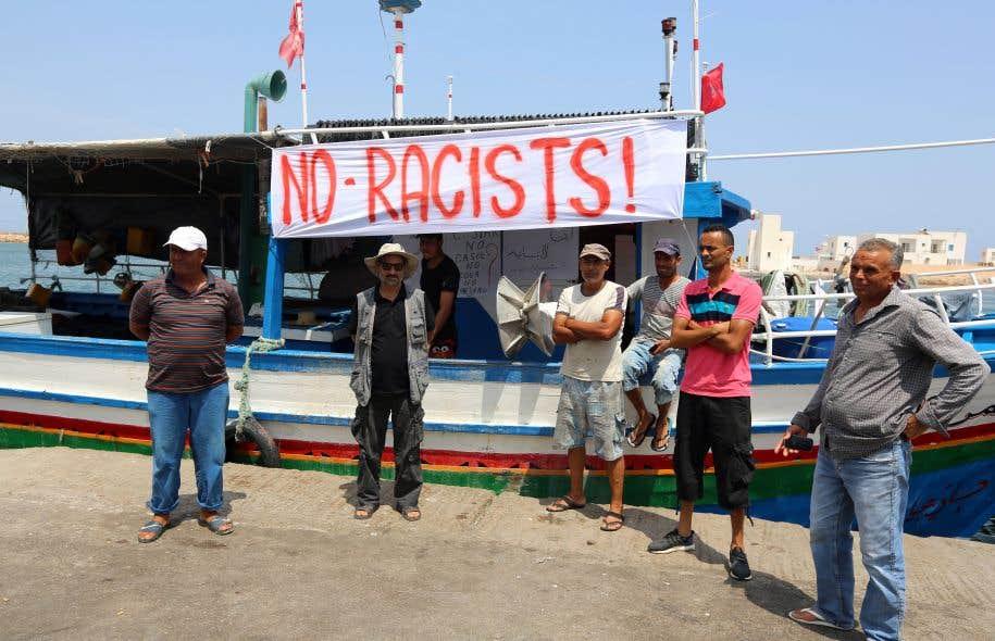 Des pêcheurs tunisiens se sont mobilisés dimanche dans le port de Zarzis, dans le sud-est de la Tunisie, pour «dire non» à un éventuel accostage de ce bateau, le «C-Star».