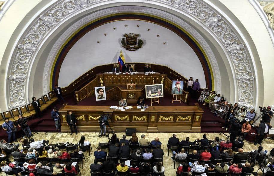 Les ministres des Affaires étrangères de 17 pays d'Amérique ont refusé mardi de reconnaître la légitimité de l'Assemblée constituante (sur la photo) qui vient d'être élue.