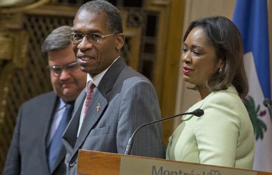 Le maire Denis Coderre a accueilli mardi à l'hôtel de ville de Montréal le ministre des Affaires étrangères d'Haïti, Antonio Rodrigue, et la ministre des Haïtiens vivant à l'étranger, Stéphanie Auguste.