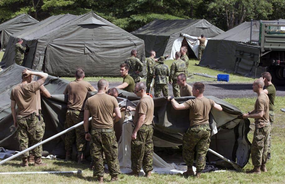L'armée a été appelée en renfort par le ministère de la Sécurité publique et l'ASFC pour apporter une aide ponctuelle dans l'hébergement d'urgence à la frontière avec les États-Unis.