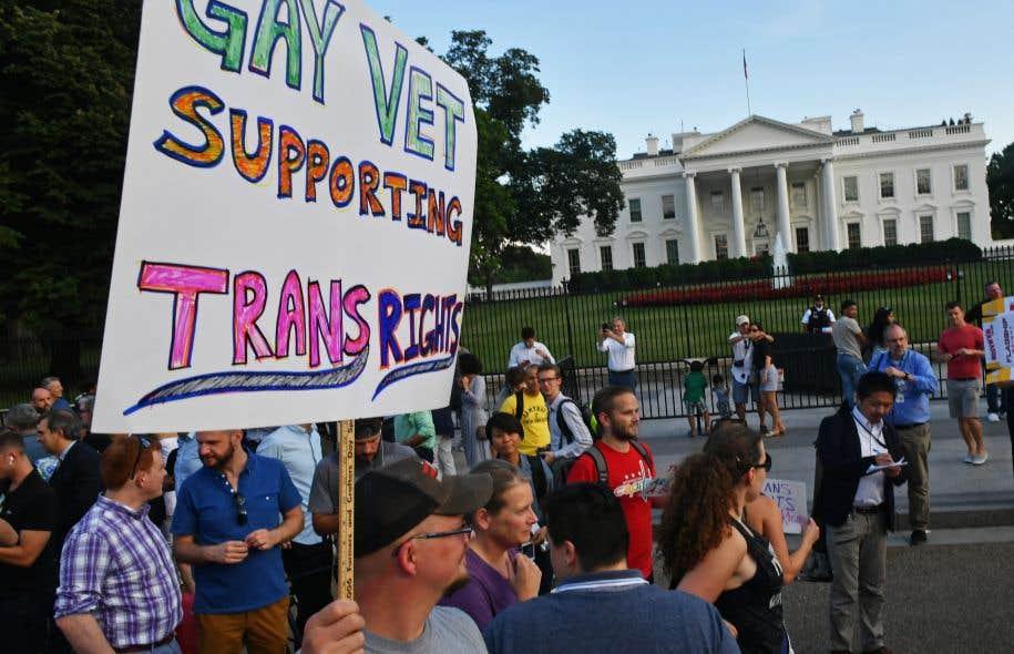 Cinq femmes transgenres de l'armée américaine ripostent — Donald Trump