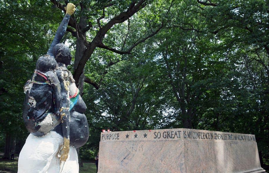 Il ne reste que le socle du monument à Robert E. Lee et Thomas J. «Stonewall» Jackson, à Baltimore.