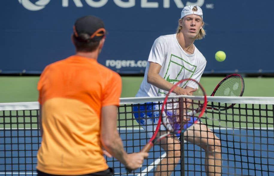 Shapovalov a ébloui le monde du tennis et tenu en haleine une nation entière à la suite de ses victoires à la coupe Rogers.