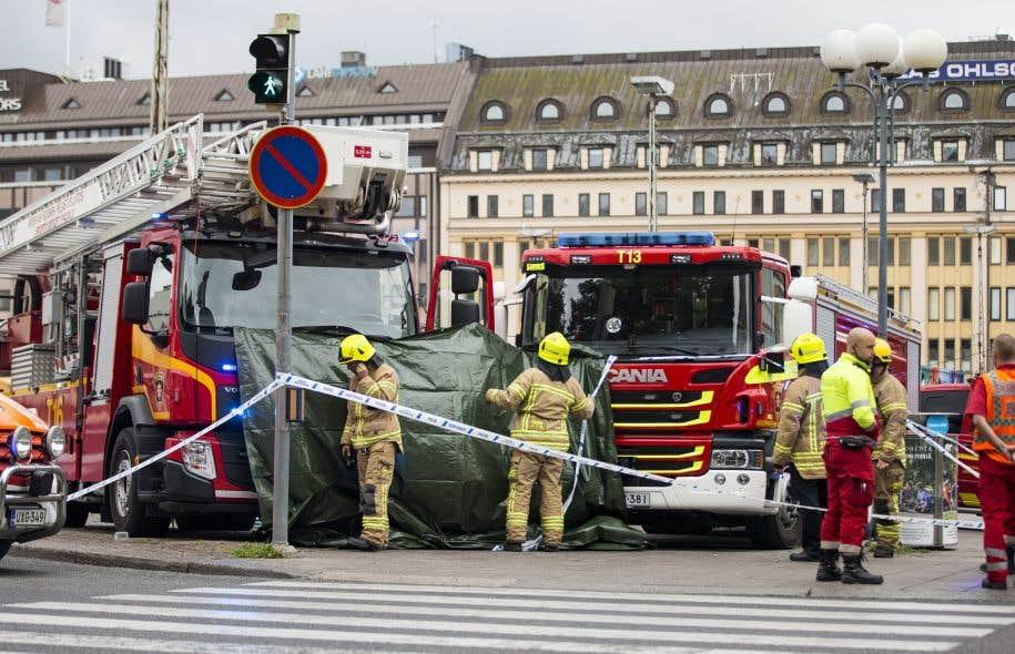 Le centre-ville de Turku était bouclé en fin d'après-midi, et les magasins vides.<br />