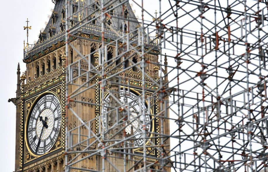 Haute de 96 mètres, la tour victorienne du palais de Westminster, un des monuments les plus photographiés du Royaume-Uni, doit subir une cure de jouvence de 29millions de livres (47millions de dollars).