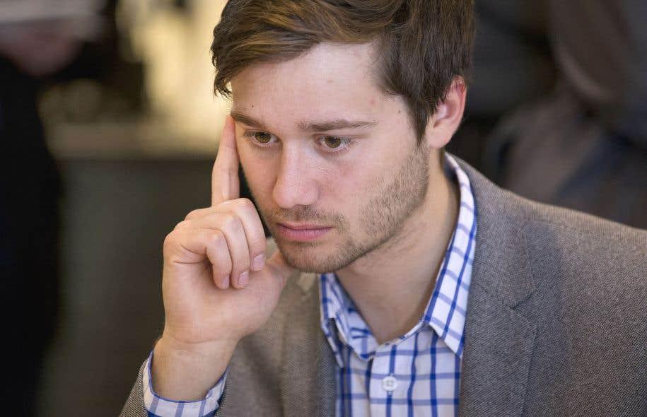 Léo Bureau-Blouin signe un texte dans lequel il propose une réforme parlementaire par l'introduction d'un vote libre hebdomadaire sur des projets de loi présentés par les députés.