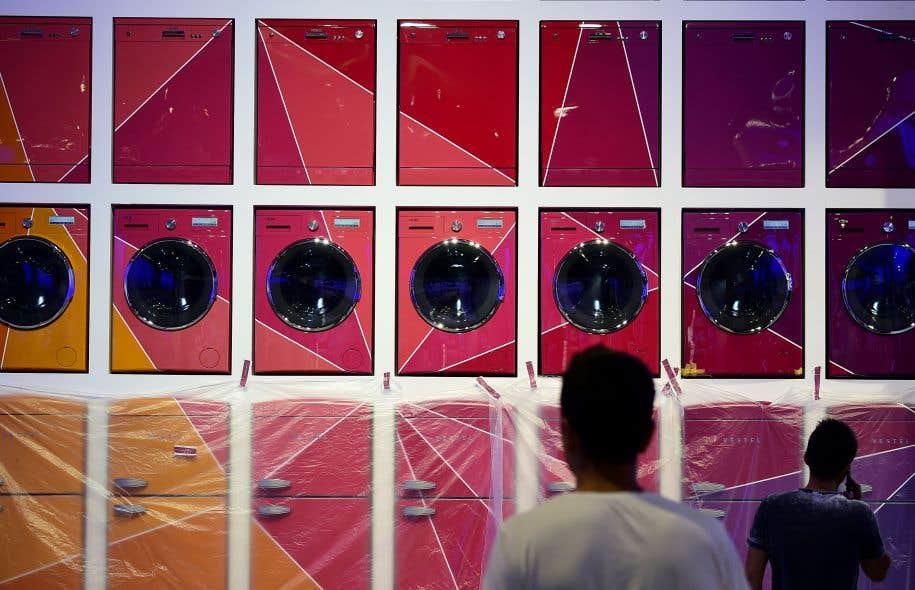 Une installation de laveuses et de réfrigérateurs au IFA, qui s'ouvre ce vendredi à Berlin.