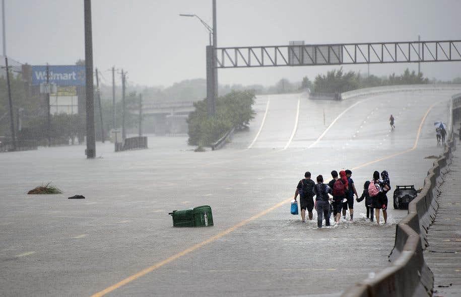À Houston, au Texas, comme dans bien d'autres villes, lorsque les milliers de kilomètres de routes ont été construits, personne ne s'est préoccupé de l'éventualité d'une inondation.