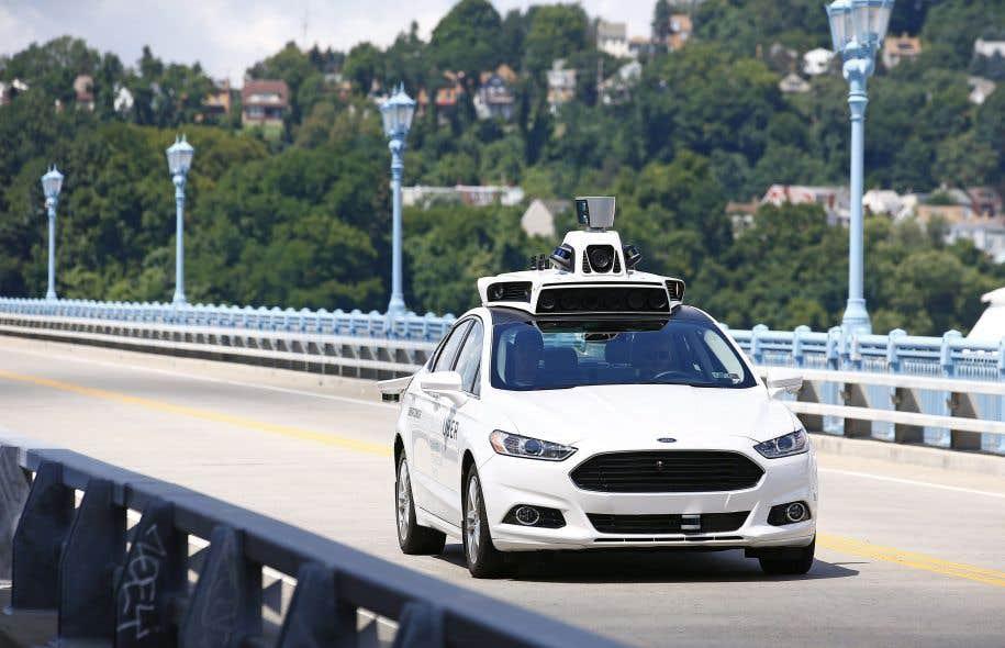 Des employés d'Uber testaient un véhicule autonome l'été dernier, à Pittsburgh.