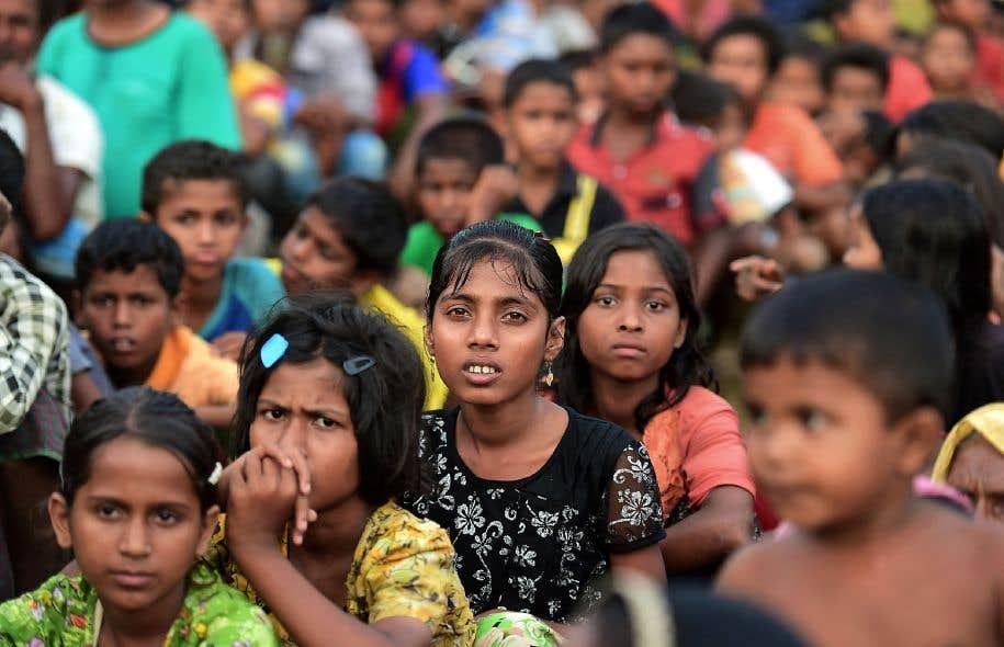 Selon l'ONU, environ 270000 Rohingyas ont fui depuis deux semaines le Myanmar pour tenter de se réfugier au Bangladesh voisin.