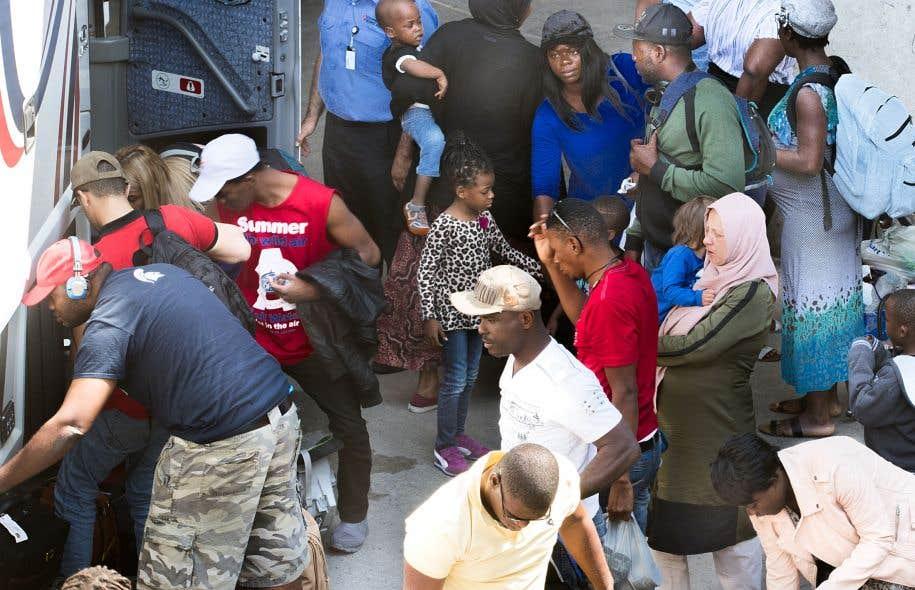 À la suite de leur arrivée, les migrants doivent affronter les préjugés de certains propriétaires pour obtenir un logement.