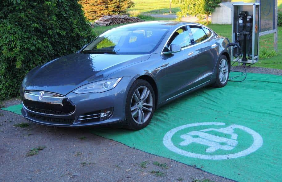 Tesla a facilité l'exode de certains en permettant à ses clients de rouler plus longtemps sans avoir besoin de recharger leurs voitures.