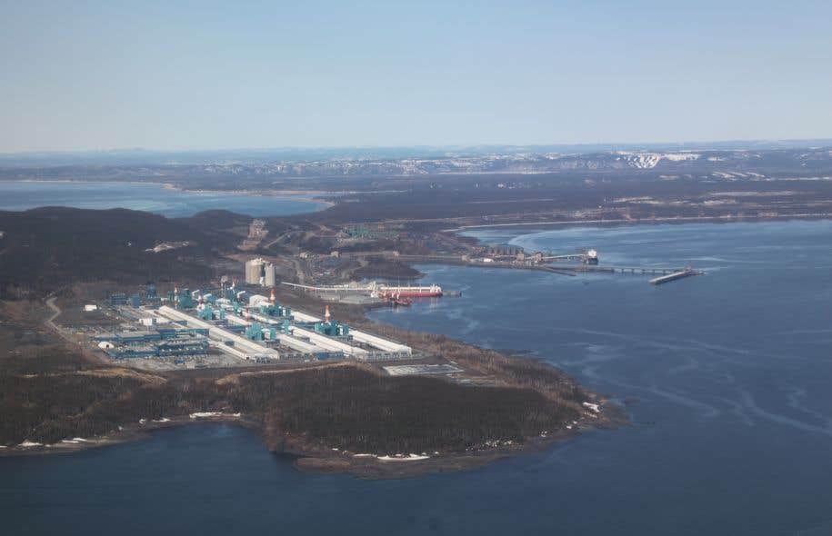 <p>Mine Arnaud ne fait pas l'unanimité, plusieurs citoyens de Sept-Îlesredoutant les impacts environnementaux du projet.</p>