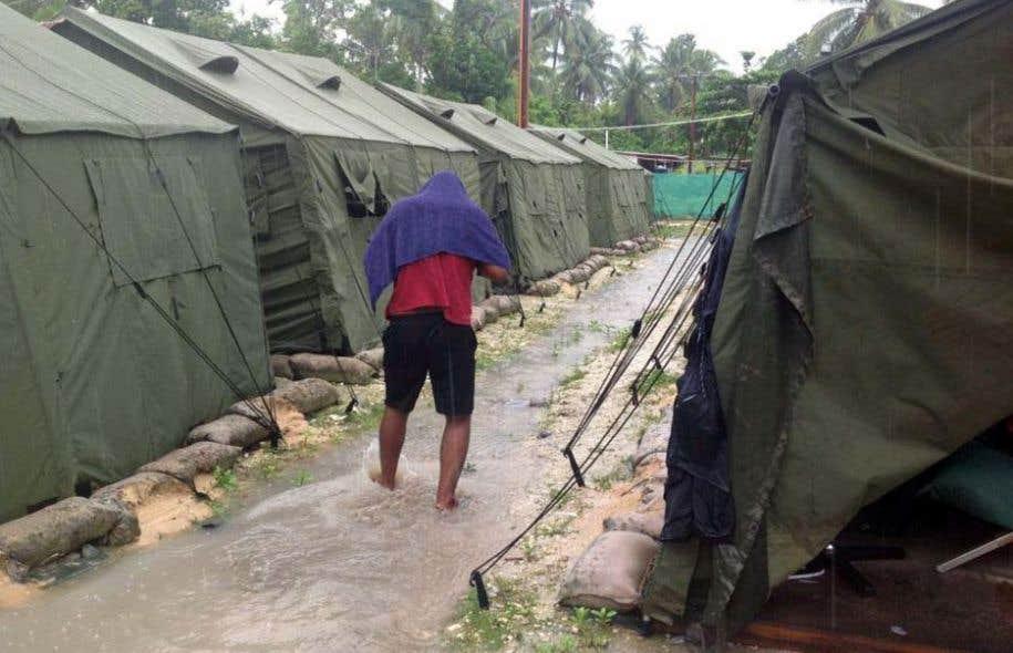 L'Australie mène une politique extrêmement sévère vis-à-vis des réfugiés tentant de gagner ses côtes, en les reléguant dans des camps de détention à Nauru ou sur l'île de Manus (en photo), en Papouasie-Nouvelle-Guinée.