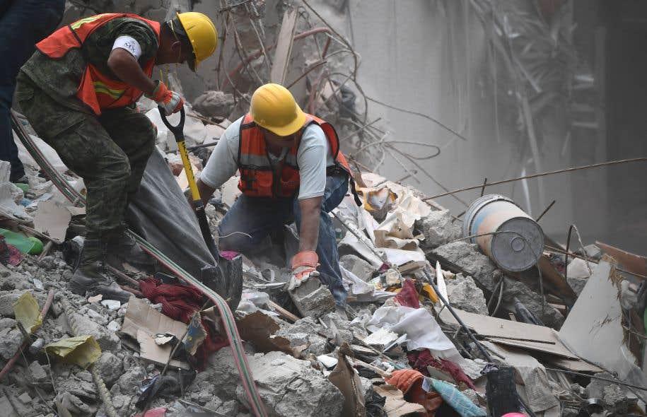 Selon le dernier bilan de la Protection civile, qui s'était stabilisé ces dernières heures, on comptait 102 morts à Mexico.