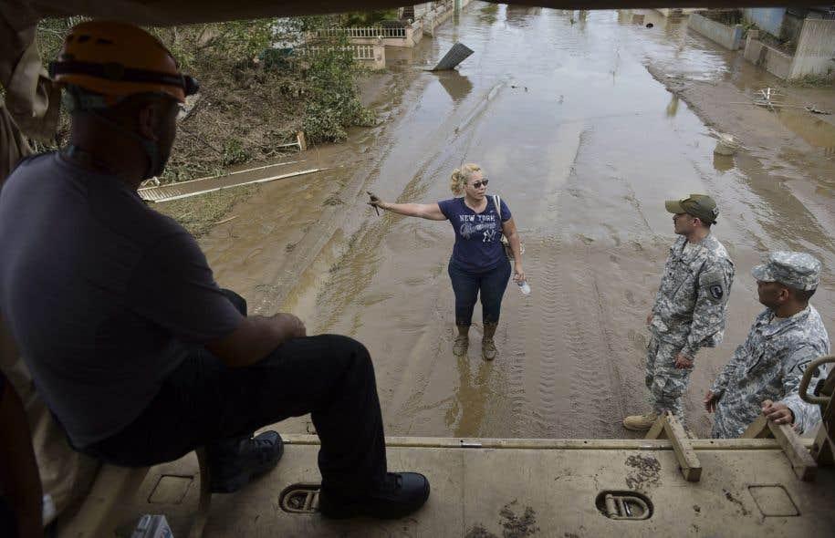 Le bilan du passage de la tempête s'élève à dix morts sur l'île et pourrait toujours monter.