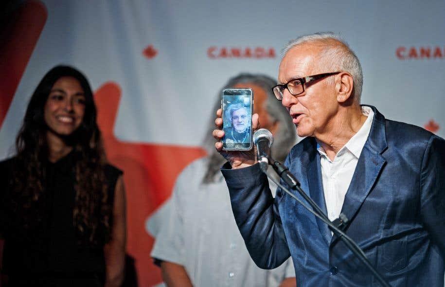Le producteur de «Hochelaga, terre des âmes», Roger Frappier, en pleine vidéoconférence avec le réalisateurFrançois Girard, qui était à New York lundi