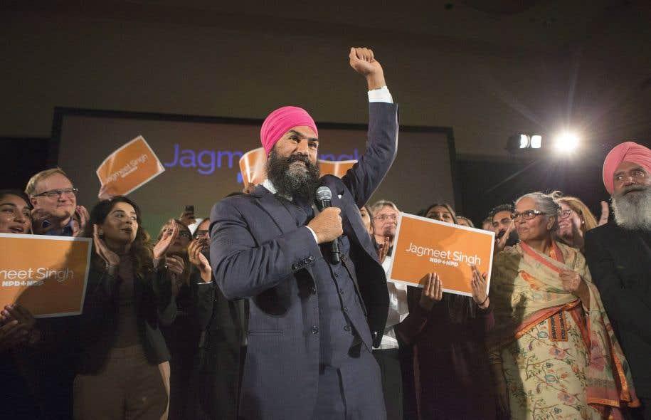 Le néodémocrate provincial Jagmeet Singh a célébré avec entrain sa victoire comme chef du NPD fédéral, dimanche soir, à Toronto. Il devient ainsi le premier chef d'un parti fédéral à être issu d'une minorité visible.