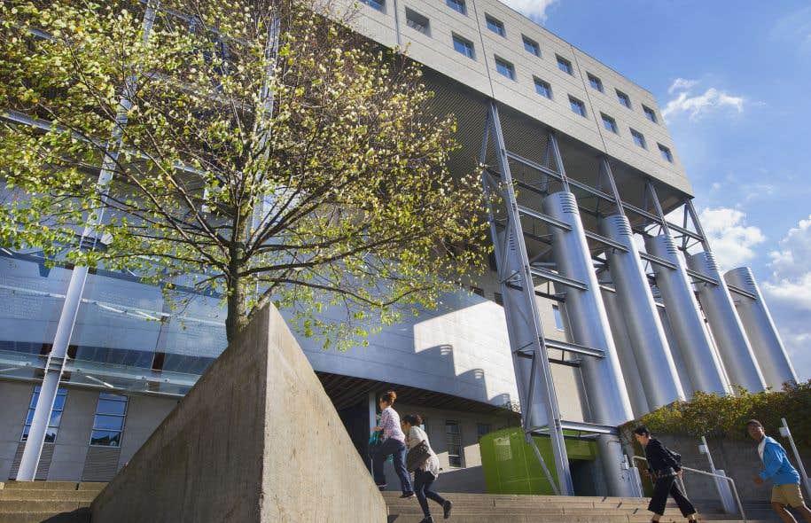 L'École des hautes études commerciales n'a jamais fait l'unanimité, mais son architecture a ses ardents défenseurs.