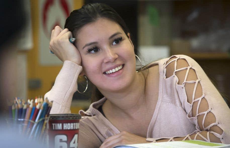 L'accouchement de Tina (sur la photo), 20 ans, enceinte de son deuxième enfant, est prévu d'un jour à l'autre. De son côté, Nathalie aura son diplômes d'études secondaires en juin prochain.