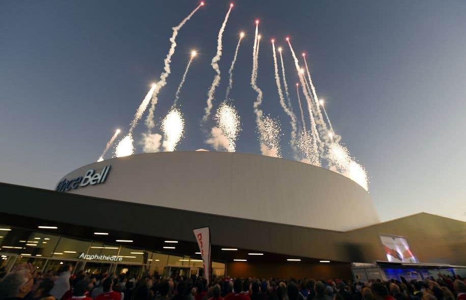 La Place Bell, inaugurée fin août, possède trois patinoires, dont celle du Rocket, le club-école du Canadien de Montréal. Elle dessert non seulement les Lavallois, mais aussi tous les résidants de la couronne nord et ceux de Montréal.