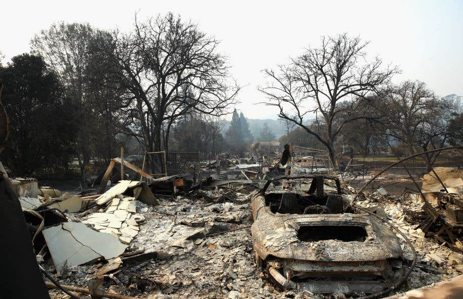 Les pompiers estiment qu'au moins 3500 bâtiments ont été détruits par les flammes.