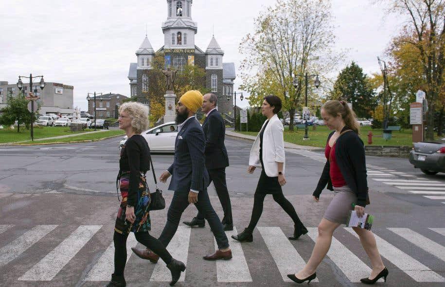 Jagmeet Singh accompagnait mardi à Alma la candidate néodémocrate Gisèle Dallaire.