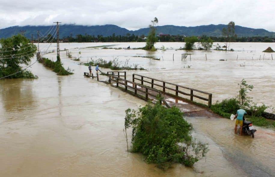 Des milliers de maisons ont été détruites, des routes coupées par les eaux.