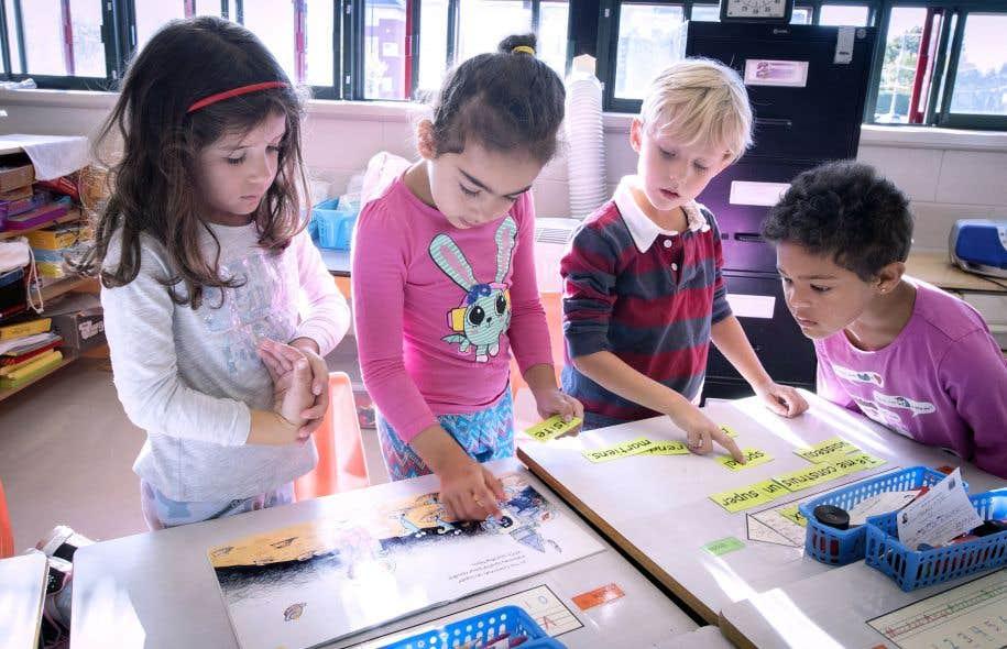 La Loi sur l'instruction publique assure l'accès gratuit aux manuels scolaires et au matériel didactique.