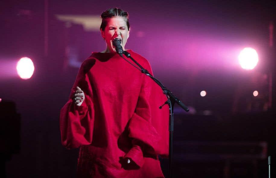 Le disque «L'étoile thoracique» de Klô Pelgag est consacré «album de l'année — alternatif» et «album de l'année — choix de la critique».